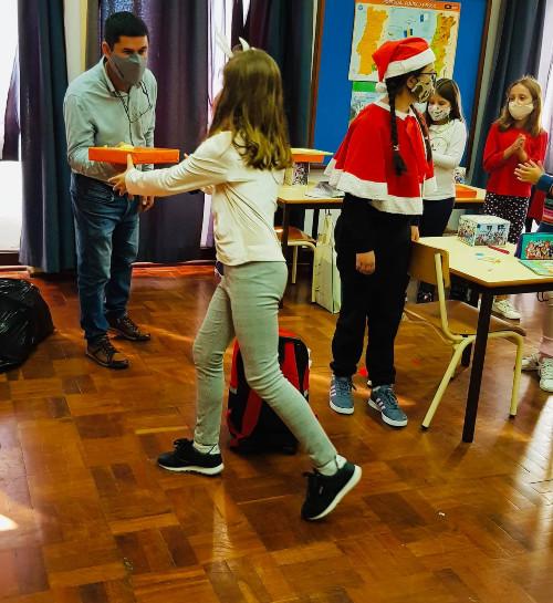 Entrega de prendas às crianças do Pré-escolar e 1.º Ciclo da Ponta do Sol