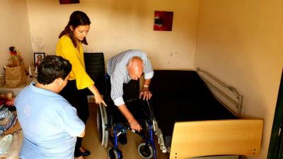 Entrega de camas articuladas, cadeiras de rodas e andarilhos